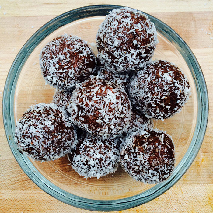 Cacao tahini raw vegan quick to make truffles