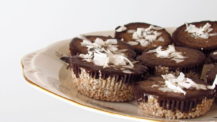 Raw-Coconut-Cupcakes_1138